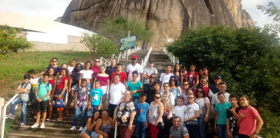 Alunos vencedores de Gincana  realizam viagem cultural na Cidade de Araruna.