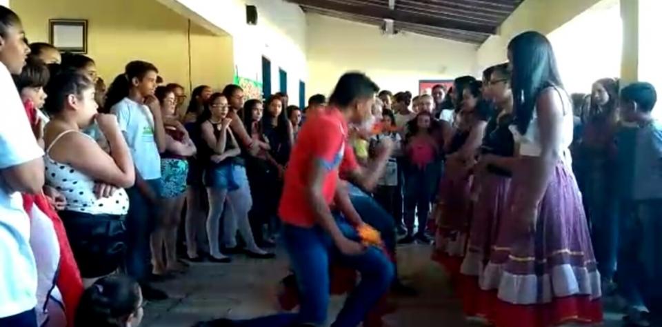 A Escola Municipal Santa Luzia realizou neste último dia 25 de outubro de 2019 a IV Feira Cultural.
