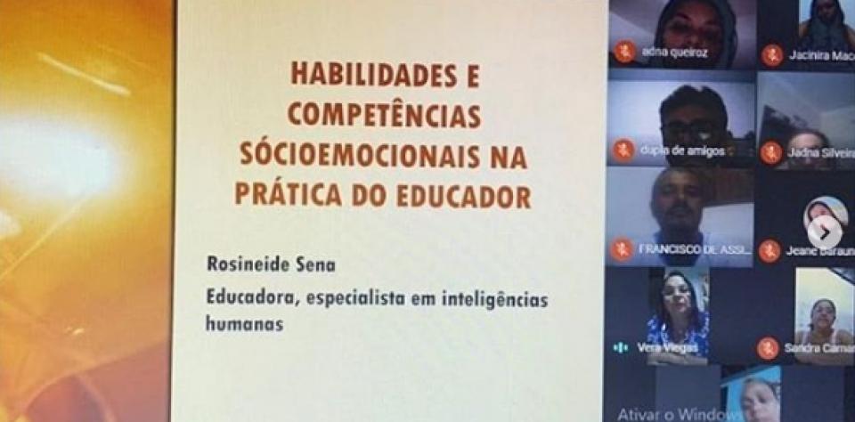 """Prefeitura promove formação continuada com o tema: """"Cuidando da mente e do coração""""."""